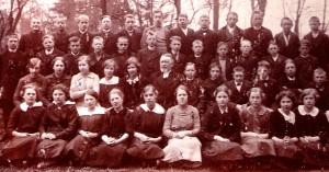 Systrarna Krantz, 3:a från vänster 2:a raden Bea född 1899 och 6:a från vänster 1:a raden Waldi född 1900